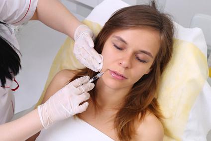 Carboxytherapie u.a. zur Behandlung von Augenschatten und Tränensäcken